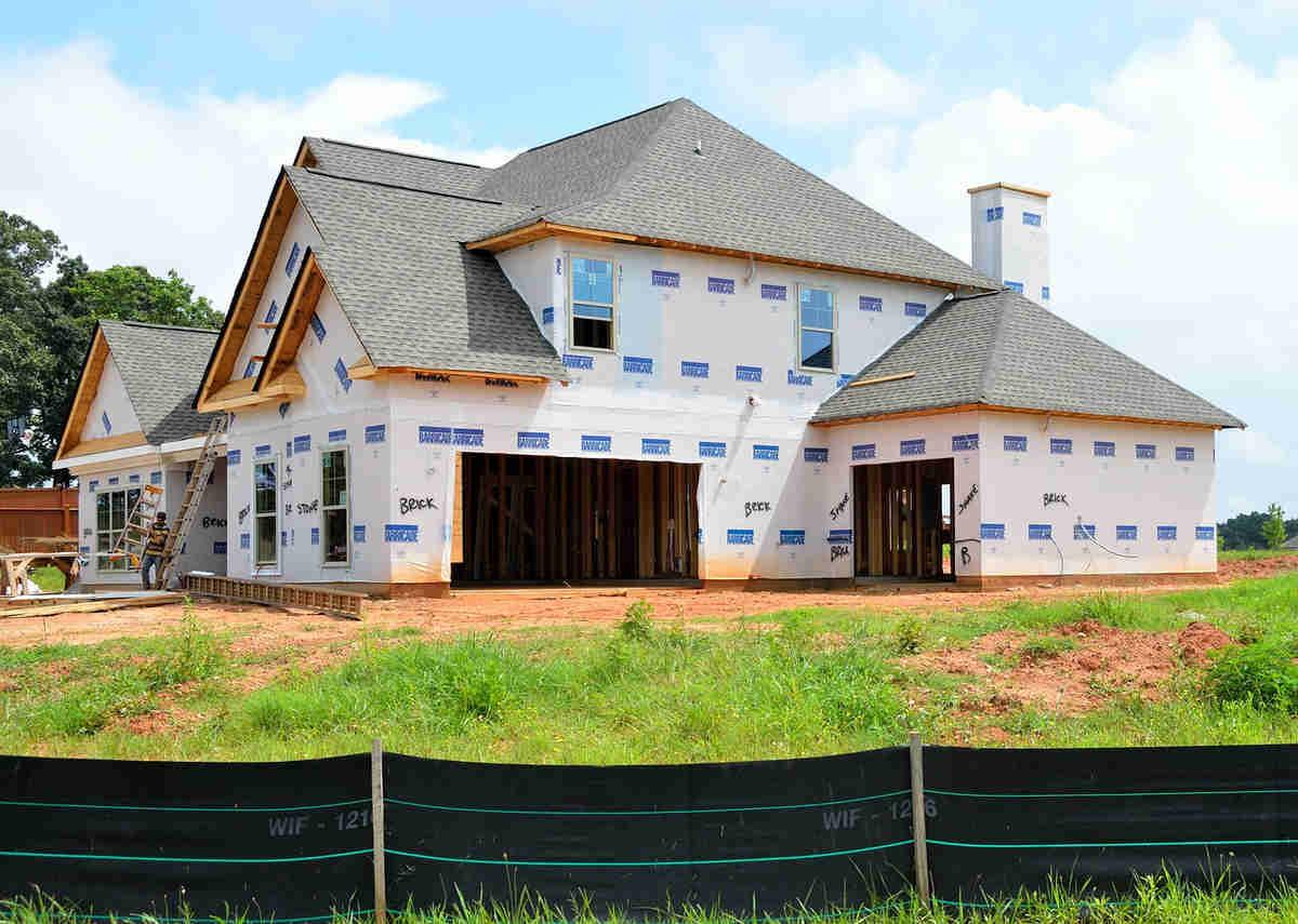 Ile kosztuje budowa domu i czy warto w nią inwestować