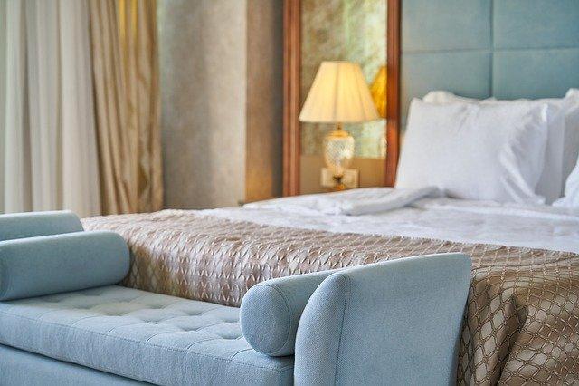 Łóżka małżeńskie: drewniane, tapicerowane, kontynentalne. Rodzaje łóżek małżeńskich
