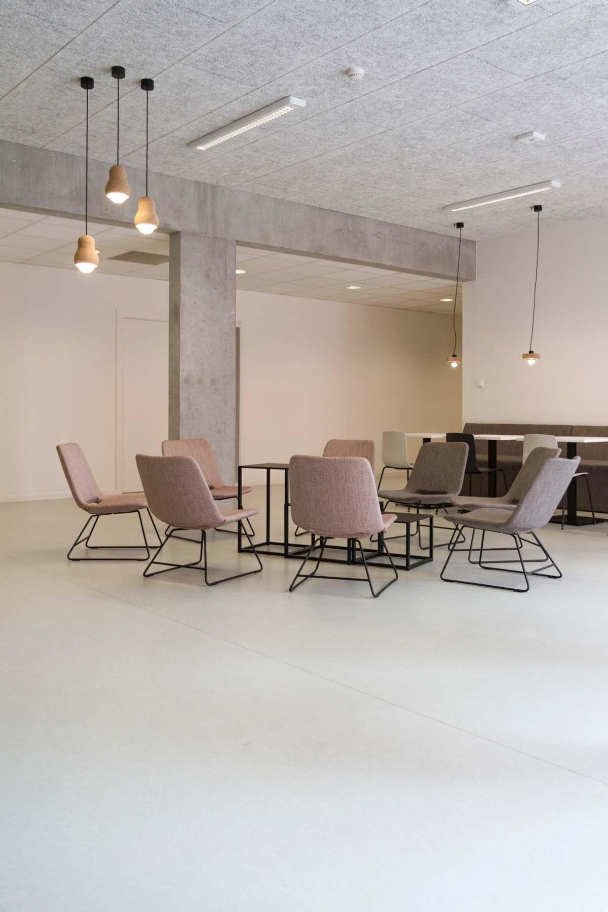 Krzesła skandynawskie – designerskie i lekkie