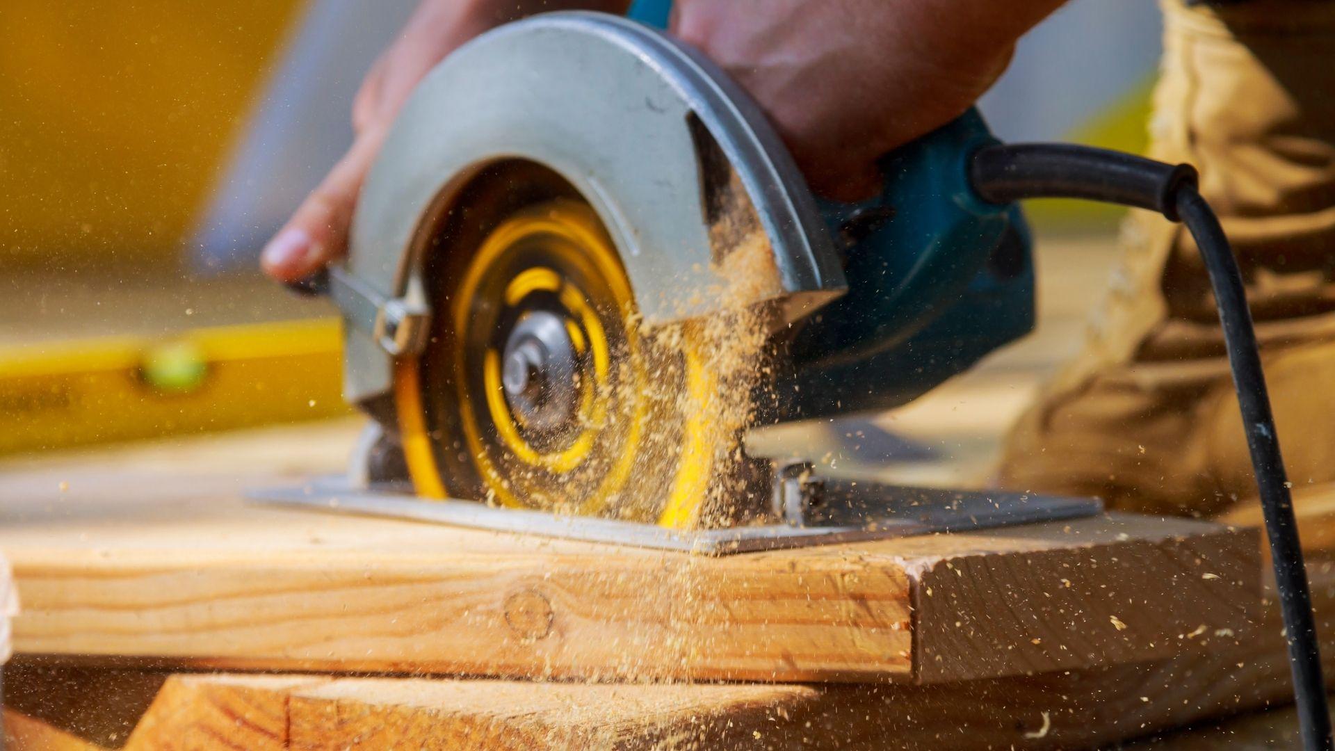 Pilarki tarczowe do cięcia drewna – wybierz najkorzystniejszą ofertę