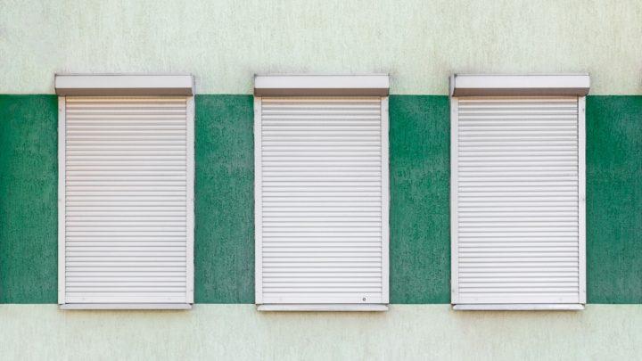 Rolety zewnętrzne czy żaluzje fasadowe — co wybrać?