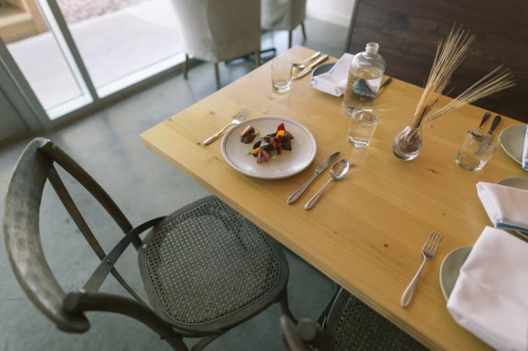 Jak funkcjonalnie urządzić jadalnię?